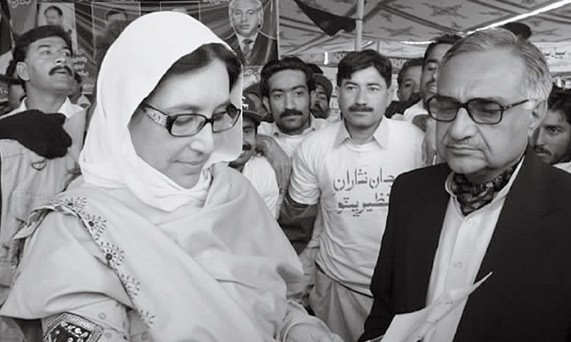 MIR Hazar Khan Bijarani with Benazir Bhutto in 2007.