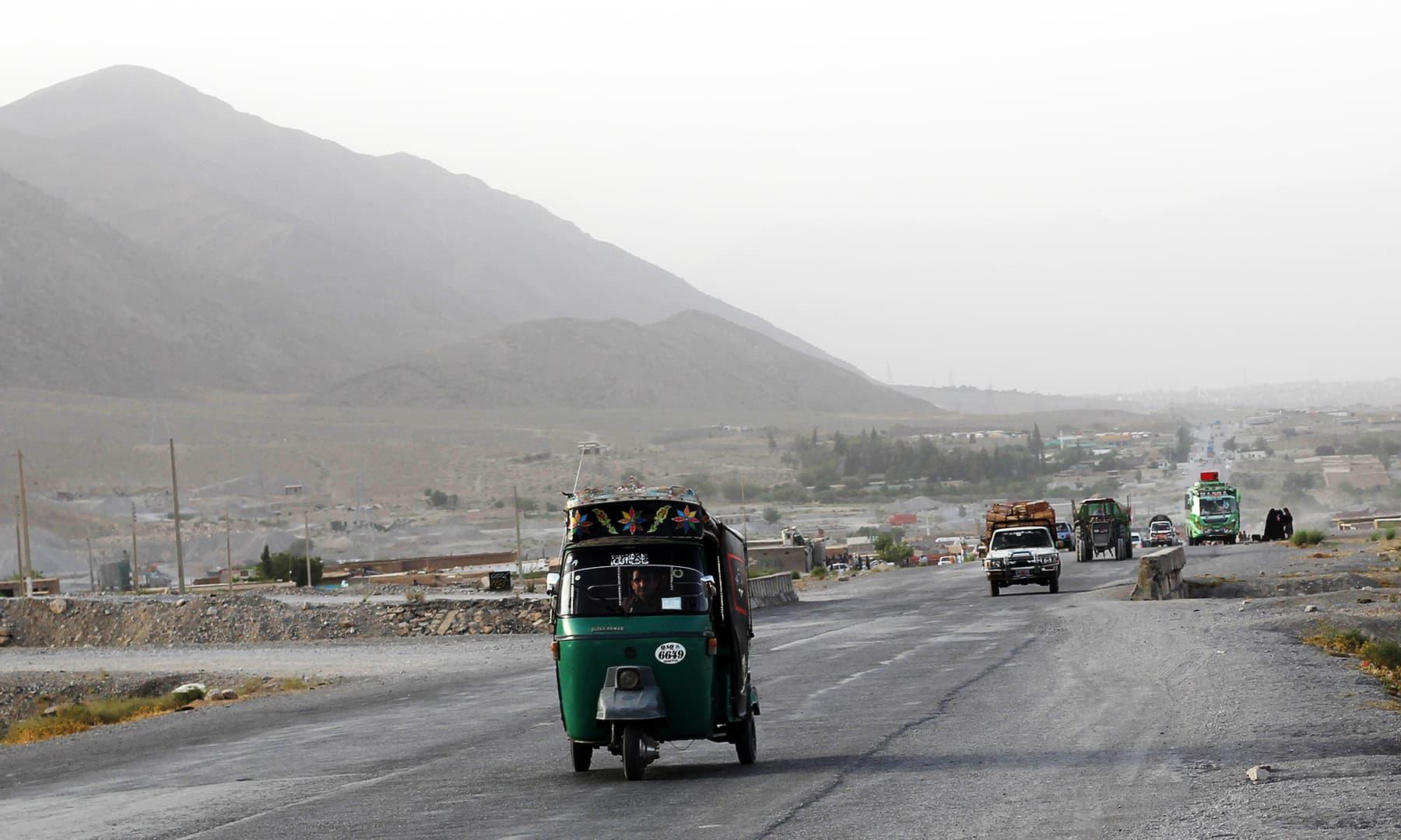 کوئٹہ کی ایک سڑک—تصویر عبیداللہ کیہر