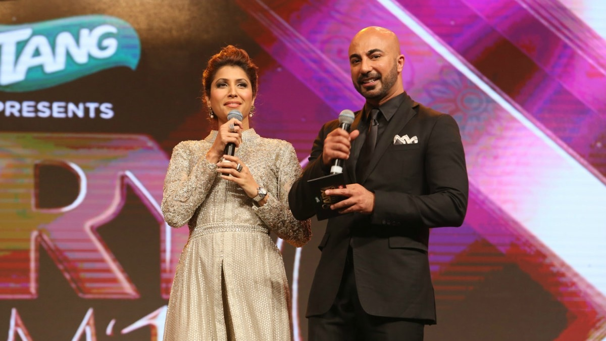 Vaneeza Ahmed and HSY do a spot of co-hosting at the ARY Film Awards