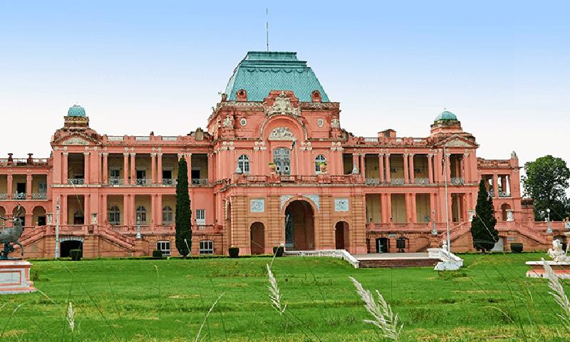 ورسلیز کے محل کے طرز پر بنایا گیا محل