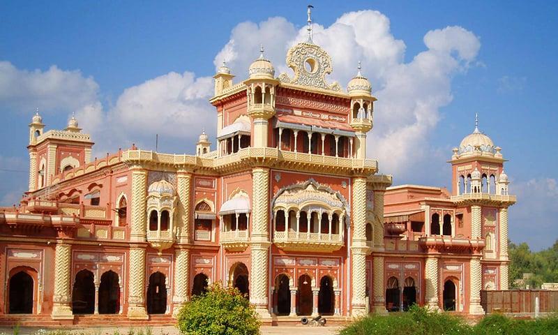 خیرپور میں واقع تالپور میروں کا فیض محل
