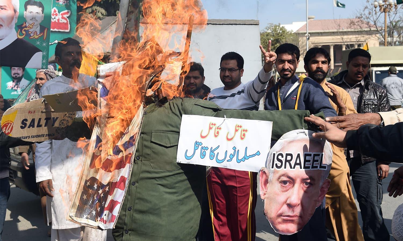 Pakistan demonstrators burn effigies of US President Donald Trump. — AFP