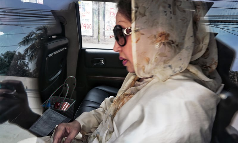 Bangladesh opposition leader and former prime minister Khaleda Zia arrives in the court for her verdict in Dhaka. ─ AP