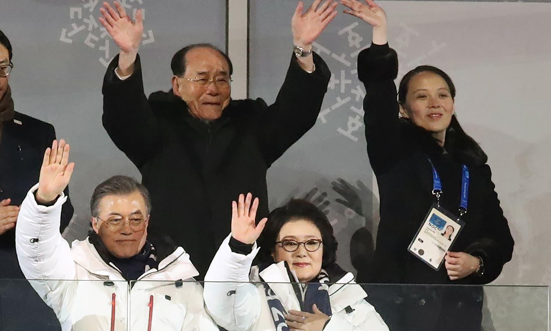 جنوبی کوریا میں ہونے والے اولمپکس مقابلوں کی افتتاحی تقریب میں کئی ممالک سے تعلق رکھنے والی شخصیات شامل تھیں—فوٹو:اے ایف پی