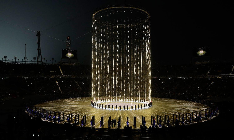 اولمپکس کی افتتاحی تقریب میں ڈانسرز نے تماشائیوں کو محظوظ کیا—فوٹو:اے پی