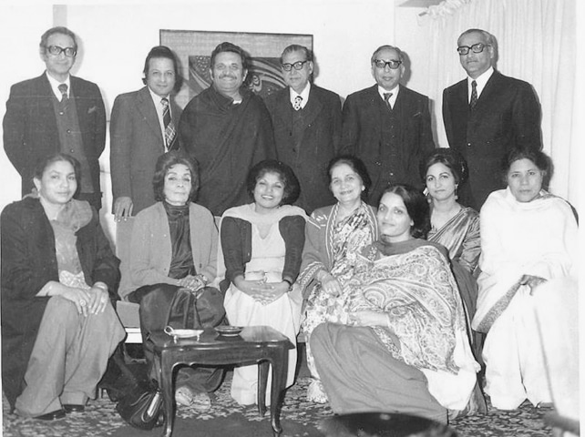 A galaxy of writers, some of whose stories are included in the book. L-R (standing): Asghar Butt, Yusuf Kamran, Ashfaq Ahmad, Mohammad Tufail, Nurul Hasan Jafarey, Mukhtar Masood. L-R (seated): Jamila Hashmi, Hijab Imtiaz Ali, Kishwar Naheed, Ada Jafri, Zehra Manzoor Elahi, Azra Mukhtar Masood, Bano Qudsia | Vintage Pakistan