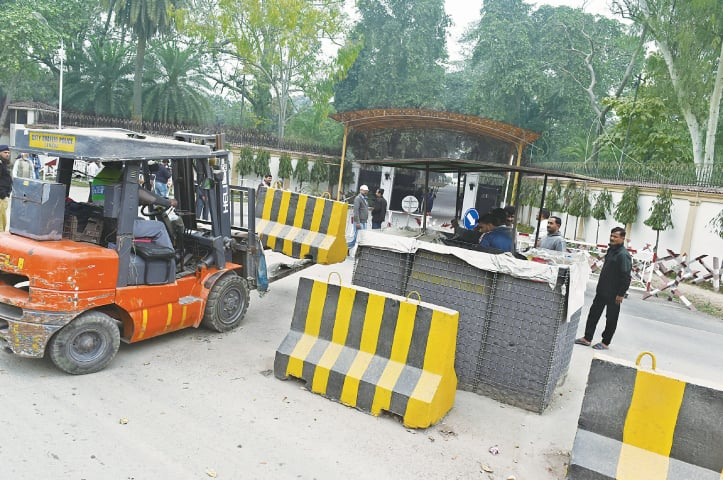 CJP tells IG to get roads near Nawaz and Shahbaz's residences reopened