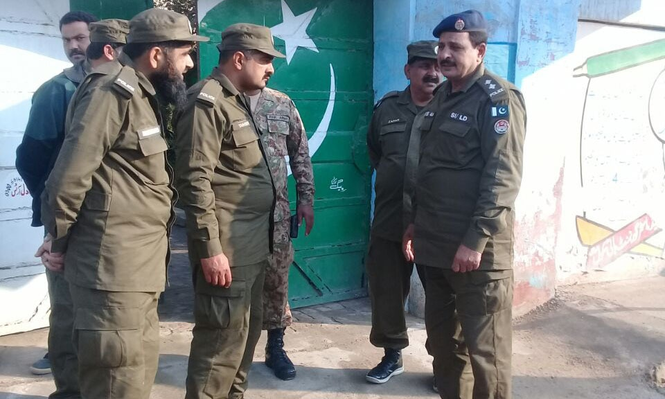 Punjab Police personnel at a polling station in Lodhran. — <em>DawnNews</em>