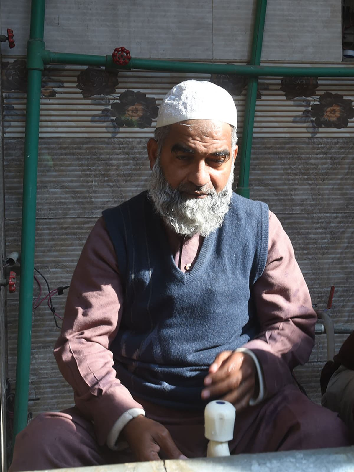 Zainab's father, Muhammad Amin Ansari | M Arif, White Star