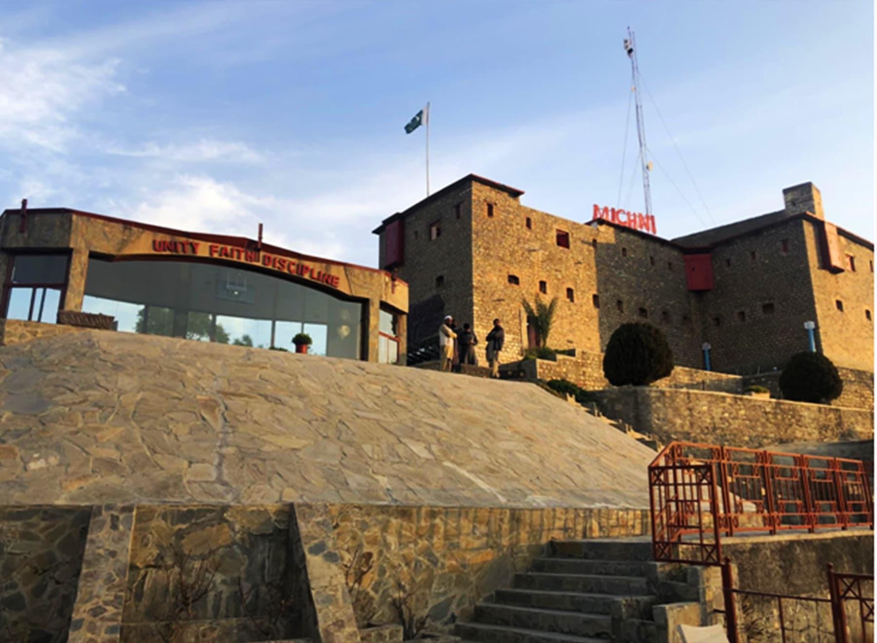 میچنی فورٹ پر سیاحوں کے لیے خصوصی انتظامات کیے گئے ہیں—فوٹو: عظمت اکبر
