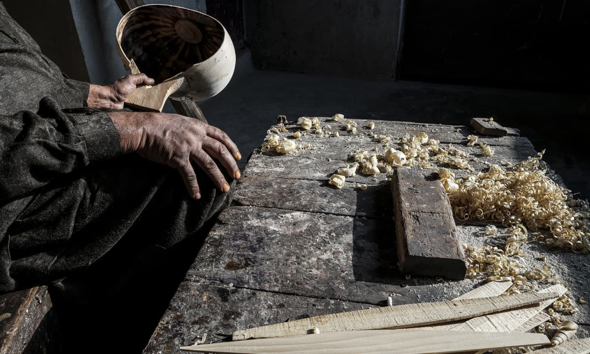 Muhammad Fyaz examines a hollowed out sitar base | Photos by Nad-e-Ali