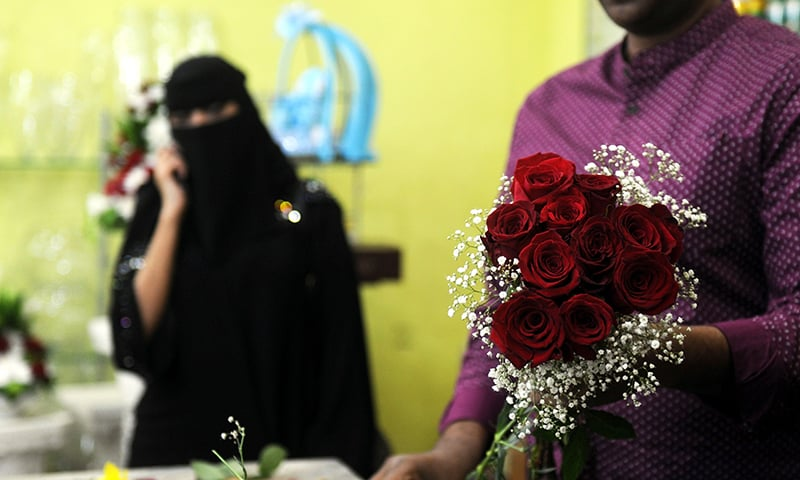 A florist prepares a Valentine's Day bouquet of flowers for a Saudi client at a flower shop in Jeddah on February 14, 2018.— AFP