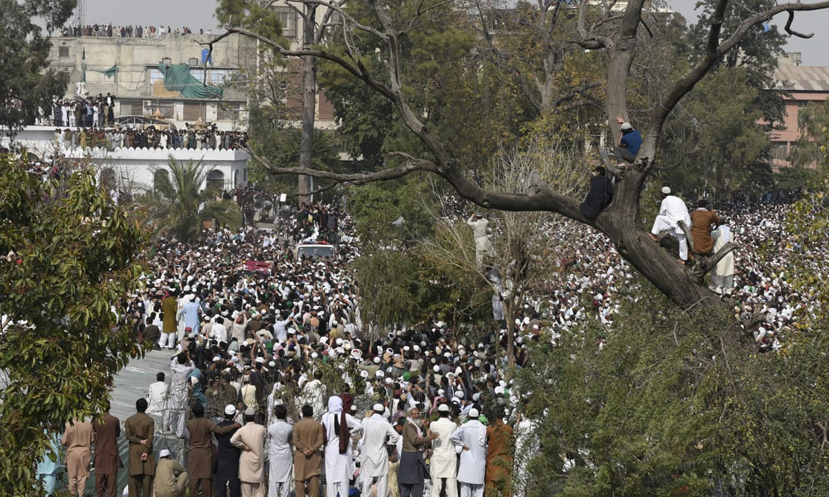 A crowd attends funeral prayers of Mumtaz Qadri | Tanveer Shahzad, White Star