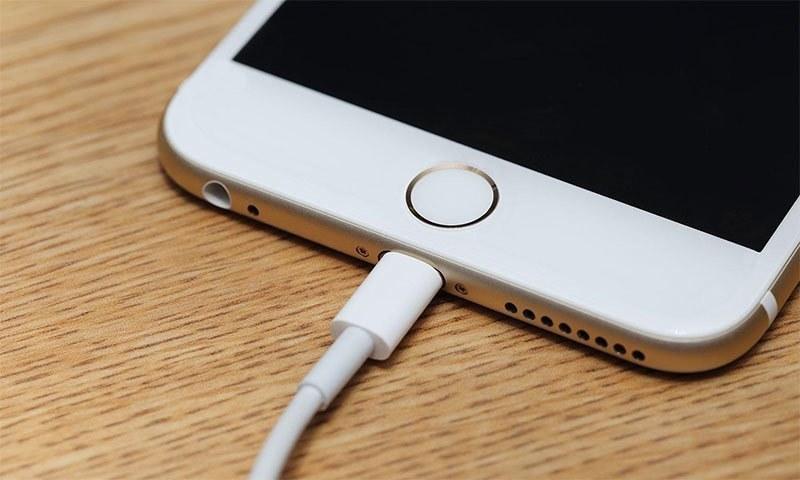 کیا آپ آج تک اسمارٹ فون بیٹری غلط چارج کرتے رہے ہیں؟