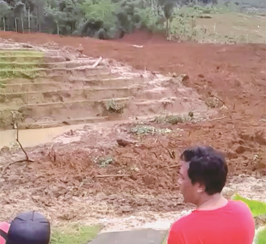 Rain hampers search for Indonesian landslide victims