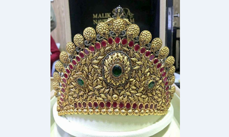 The gold crown that was presented to Maryam at the rally.— DawnNews