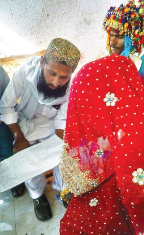 A Muslim bride signs the nikahnama