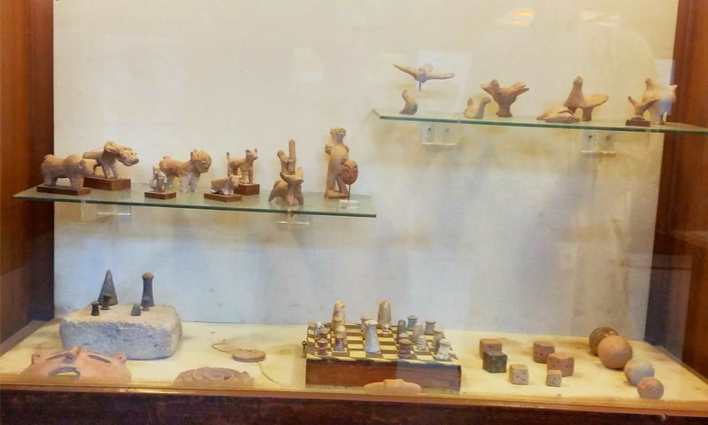 Objects used in indoor recreational activities excavated from the Indus Valley | Photos by the writer