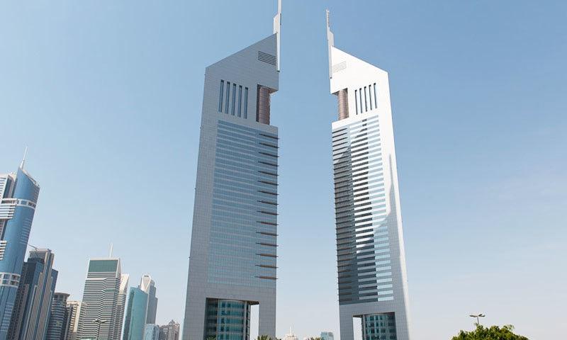 ایمیریٹس ٹاورز دبئی کا معروف ہوٹل ہے—فوٹو: اسٹوڈیو 55