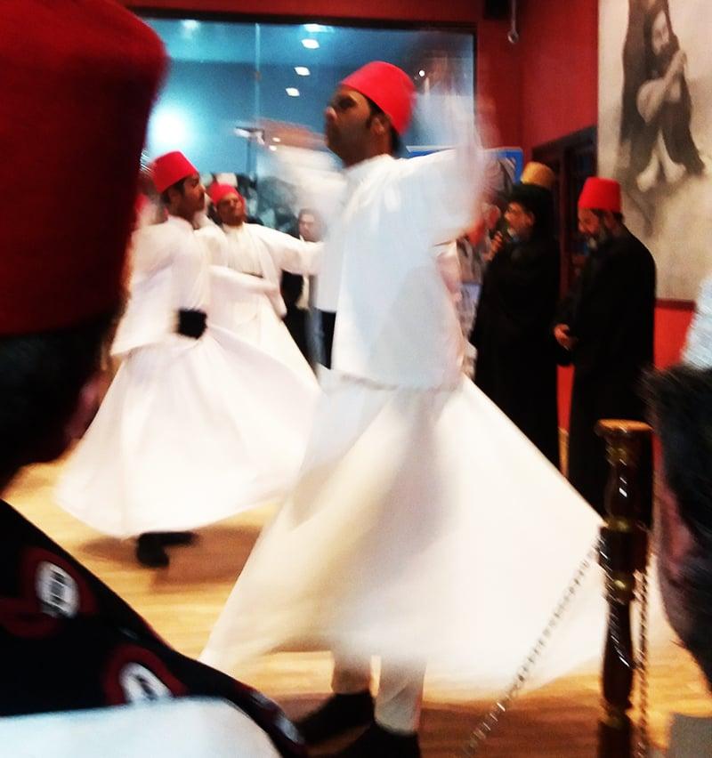 مولانا رومی سے منسوب رقص درویش—تصویر شبینہ فراز