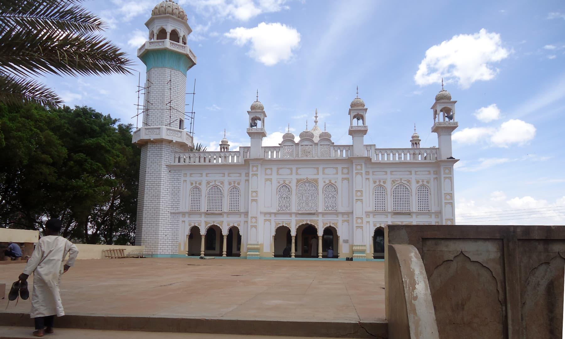 وسطی کینیا میں زیرِ تعمیر مسجد— فوٹو عظمت اکبر