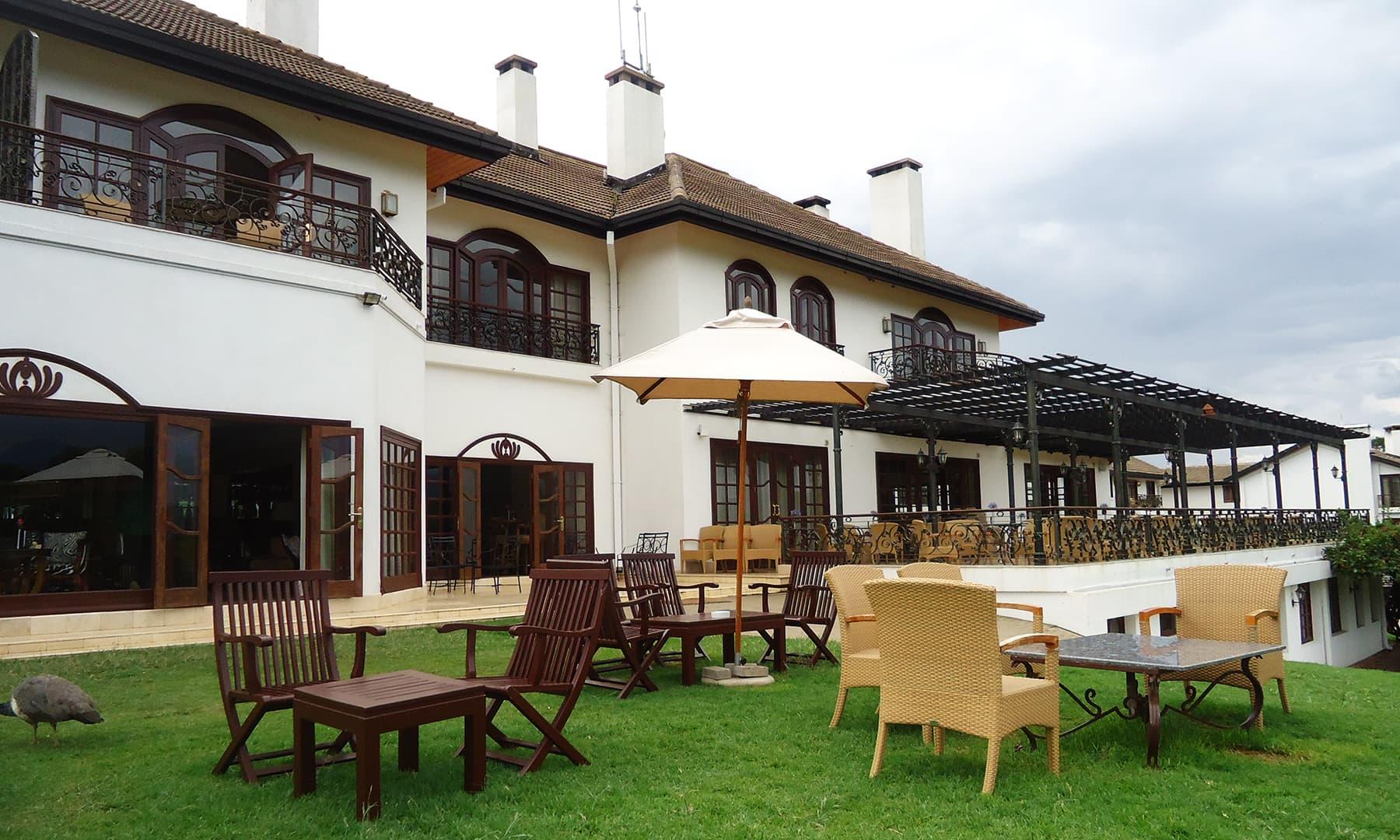 وسطی کینیا میں موجود انتہائی خوبصورت ہوٹل— فوٹو عظمت اکبر