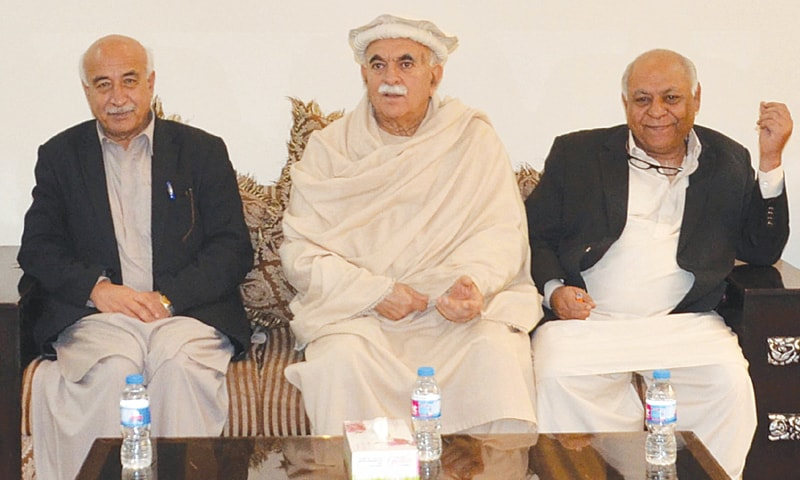 QUETTA: Pakhtunkhwa Milli Awami Party chief Mahmood Khan Achakzai and Balochistan National Party leaders  Mir Hasil Bizenjo and Abdul Malik Baloch discuss the Senate elections on Friday.—Online