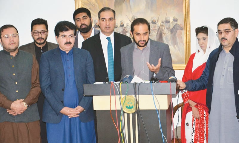 QUETTA: Balochistan Chief Minister Mir Abdul Quddus Bizenjo addresses a press conference on Sunday. Senators-elect from the group of independents — Anwar-ul-Haq Kakar, Sana Jamali, Mir Sadiq Sanjrani and Ahmed Khan Khilji — are also seen.—Online