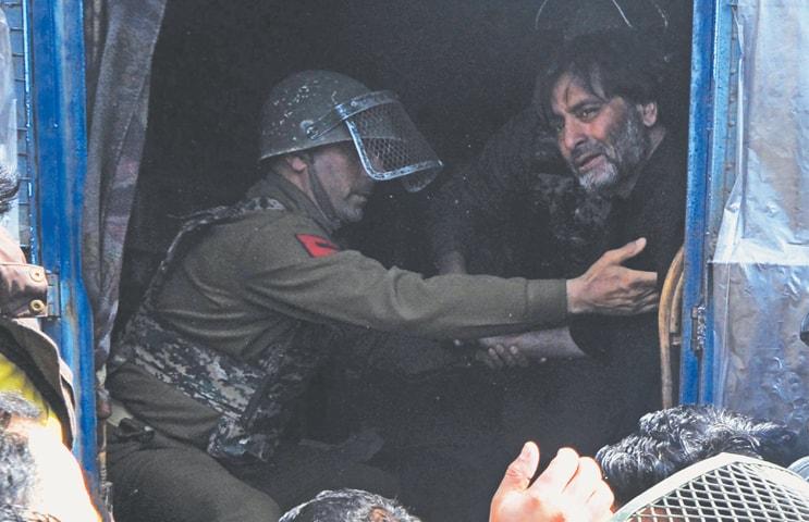 Kashmir back on boil after six killed by security forces