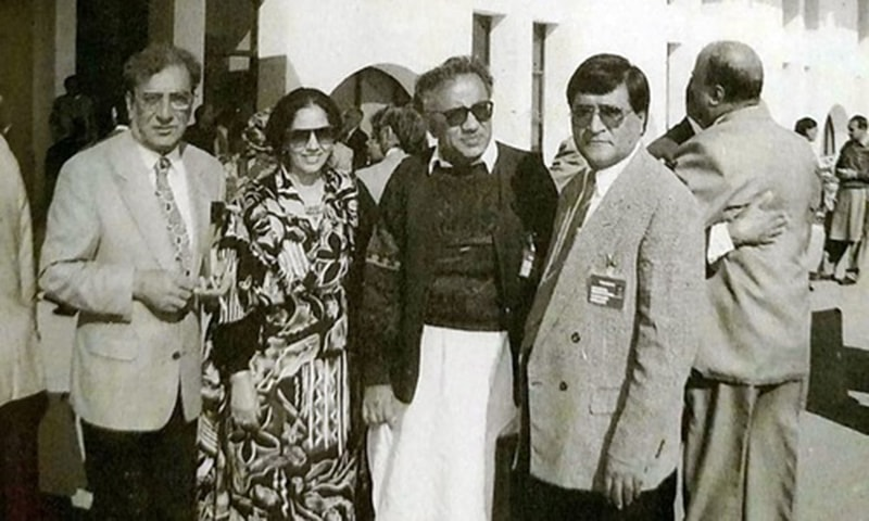 Jam Saqi with acclaimed poet Ahmed Faraz and others. —Photo from Ahmed Saleem and Nuzhat Abbas' biography of Jam Saqi