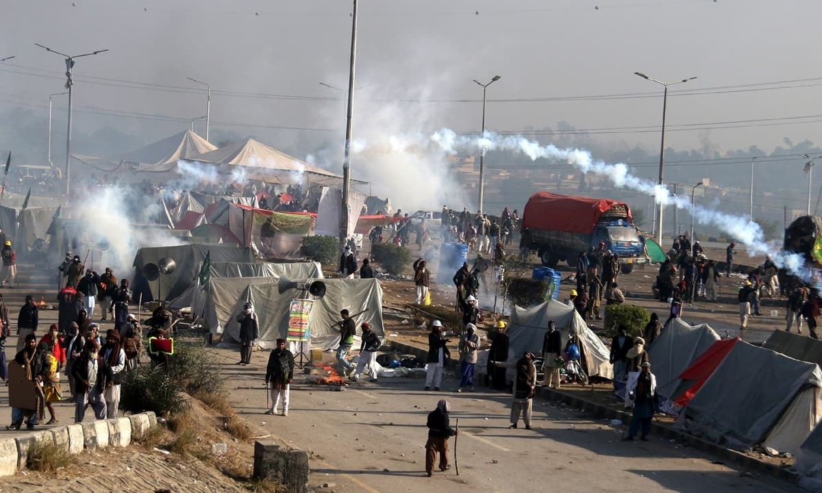 Religious protesters clash with law enforcement personnel at the Faizabad sit-in  | Tanveer Shahzad, white Star