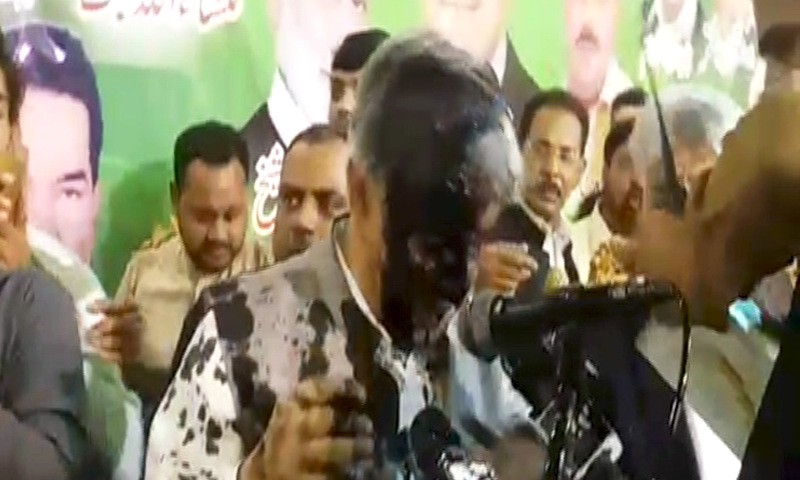 Khawaja Asif target of ink attack at PML-N convention