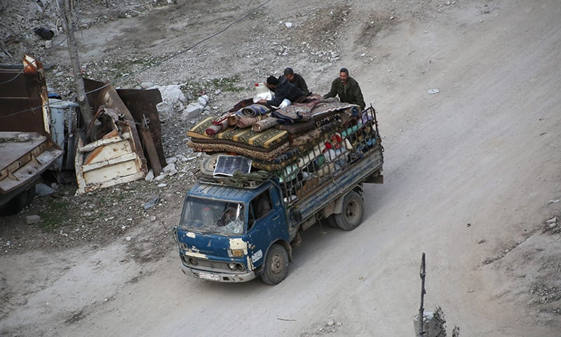 Syrian civilians carry their belongings on the back of a pick up truck as they flee following government bombardment on Kafr Batna, in the besieged Eastern Ghouta region. ─AFP