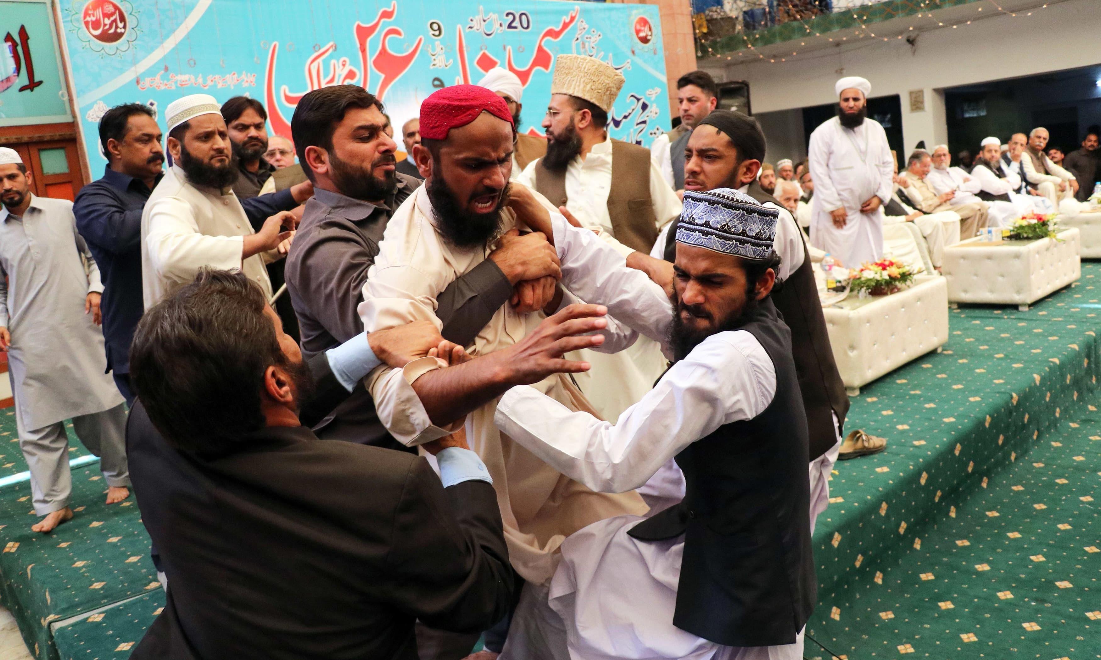 FIR filed against Nawaz Sharif 'shoe-attacker'
