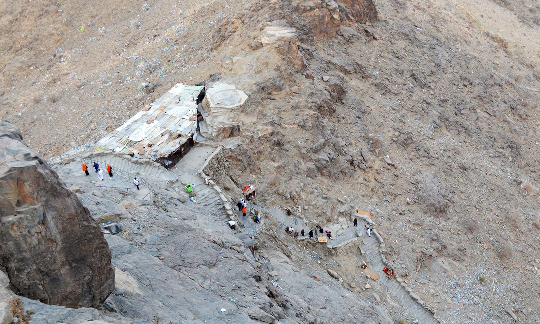 غارِ حرا کی چڑھائی— فوٹو رمضان رفیق