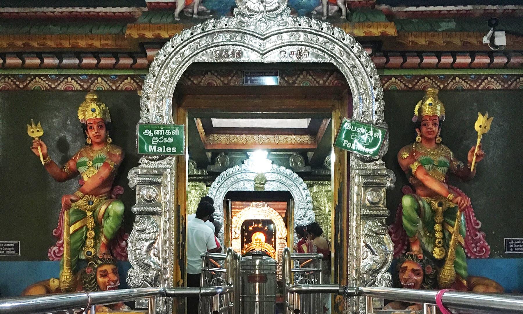 سری لنکا میں واقع ایک مندر—تصویر امتیاز احمد