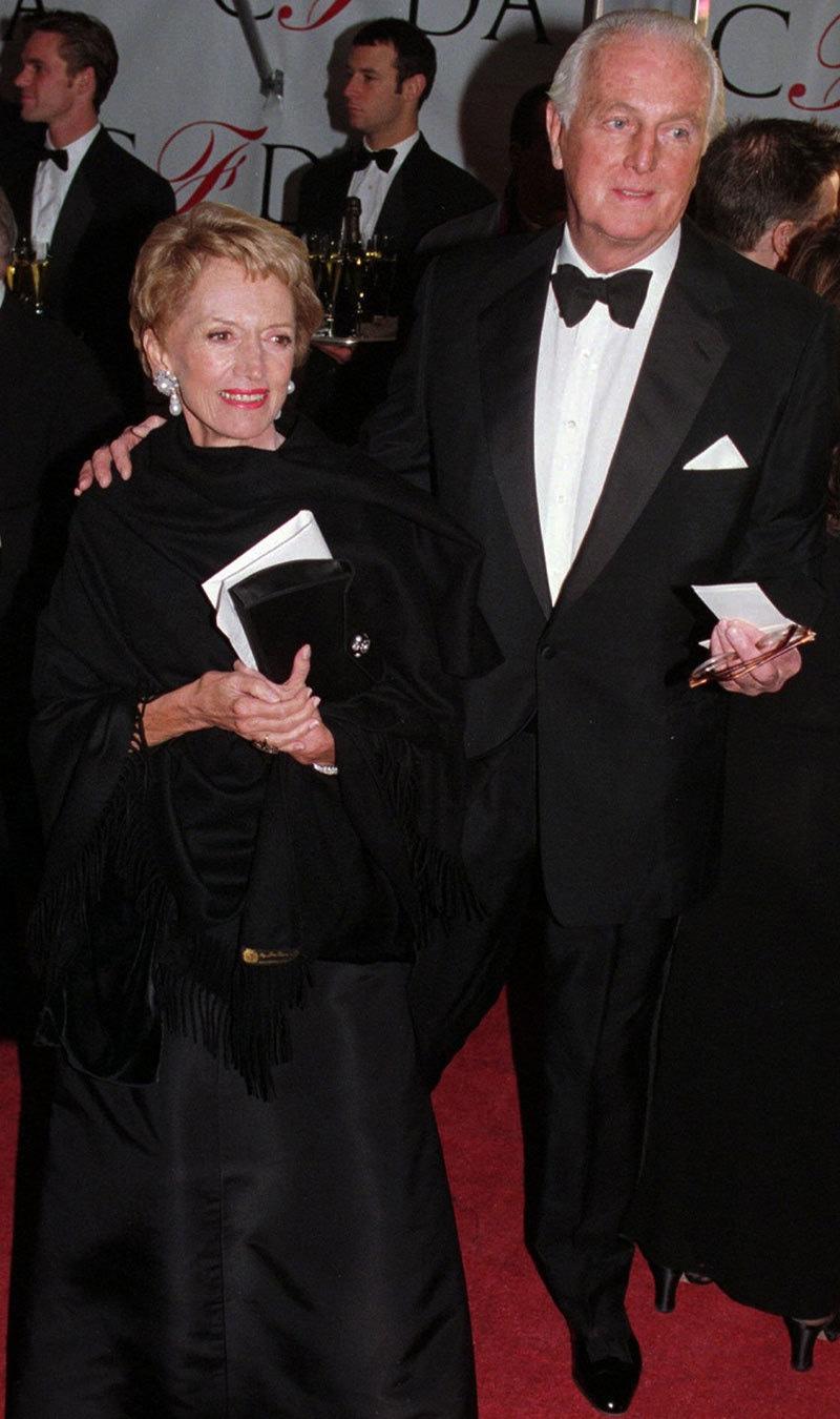 گوینچے اپنی اہلیہ میری کے ساتھ 1996 میں ایک تقریب کے دوران—فوٹو: اے ایف پی