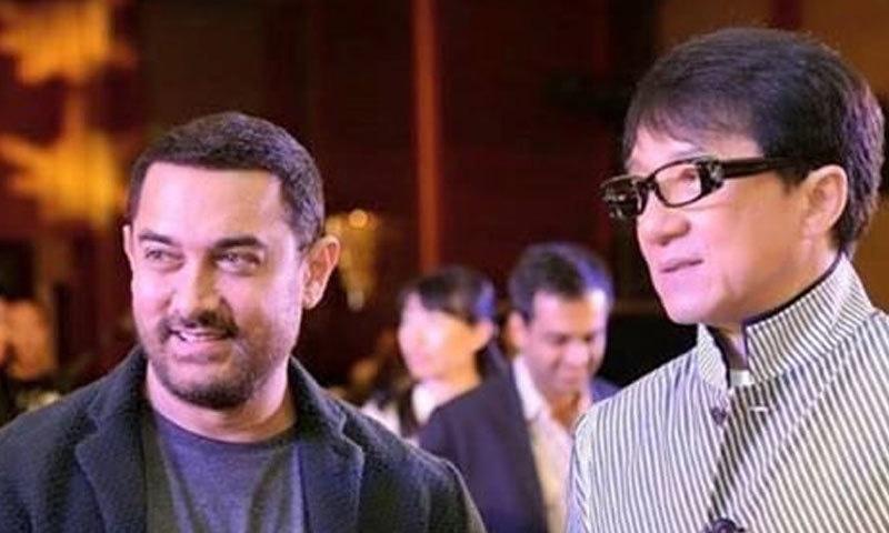 عامر خان اور جیکی چن 2015 میں چین میں 'پی کے' کے پریمیئر کے موقع پر—فوٹو: انڈین ایکسپریس