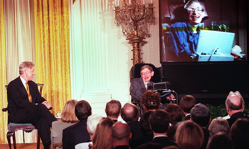 "Former US President Bill Clinton and Hawking watch a scene from *Star Trek the Next Generation* during a ""Millennium Evening"" held on March 6, 1998, at the White House in Washington, DC. — AFP"