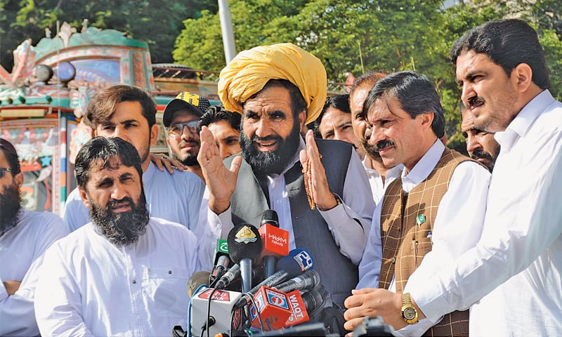 FATHER of Naqeebullah Mehsud, Mohammad Khan Mehsud, talks to reporters outside the Supreme Court Karachi Registry building on Friday.—PPI