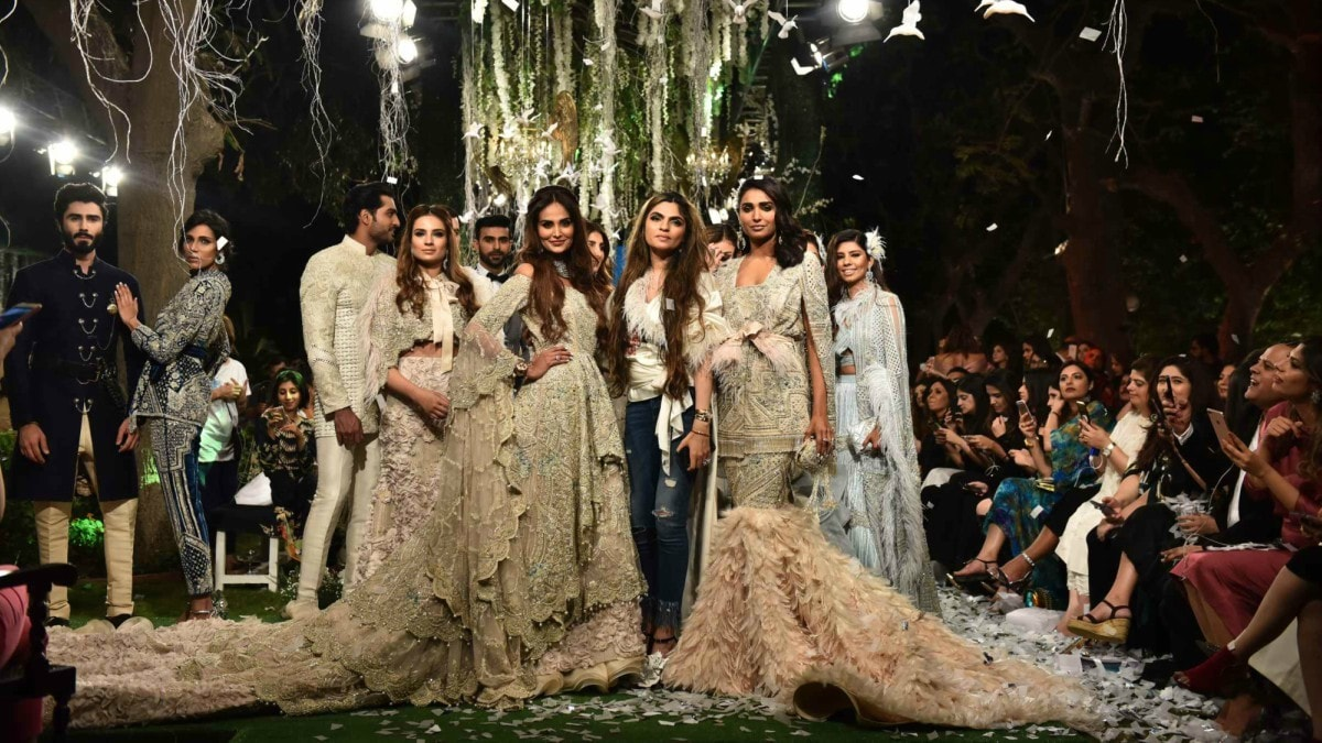 Shehla Chatoor with her showstopper Mehreen Syed and Amna Ilyas