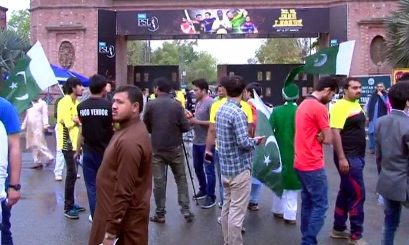 Spectators gather outside the Gaddafi Stadium before the first PSL eliminator on Tuesday. — DawnNews