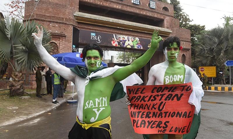 Pakistani cricket fans arrive for match between Quetta Gladiators and Peshawar Zalmi — PSL
