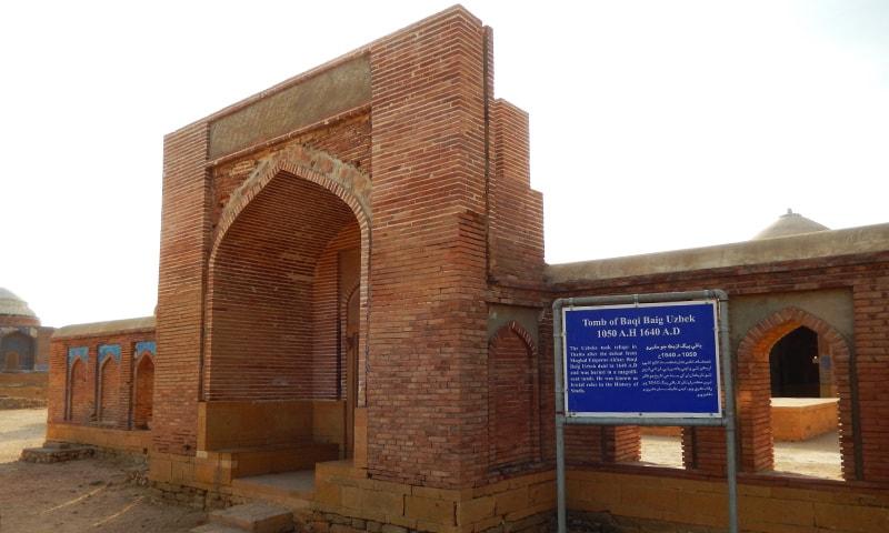 مکلی میں موجود مرزا باقی کی چار دیواری—تصویر ابوبکر شیخ