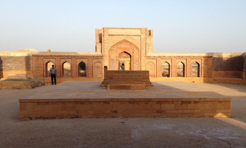 مرزا باقی کی قبر—تصویر ابوبکر شیخ