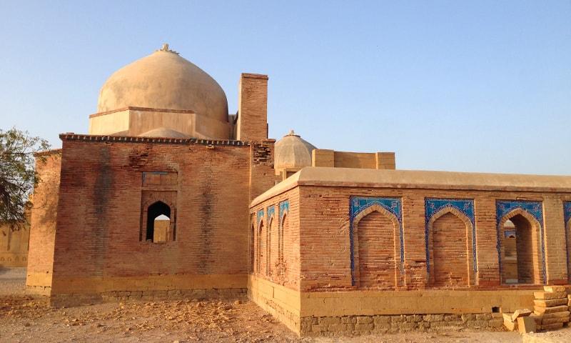 مرزا باقی کی چار دیواری کا بیرونی منظر—تصویر ابوبکر شیخ
