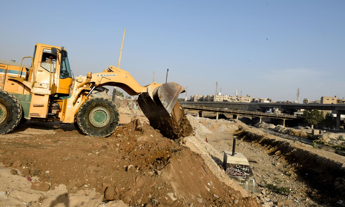 Construction being carried out on the Lyari riverbed near Federal B Area in Karachi | photos by Tahir Jamal, White Star