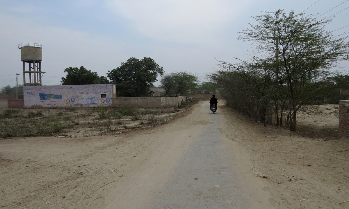 A road leading to the village of Jahan Khan, 15 kilometres south of Sahiwal city