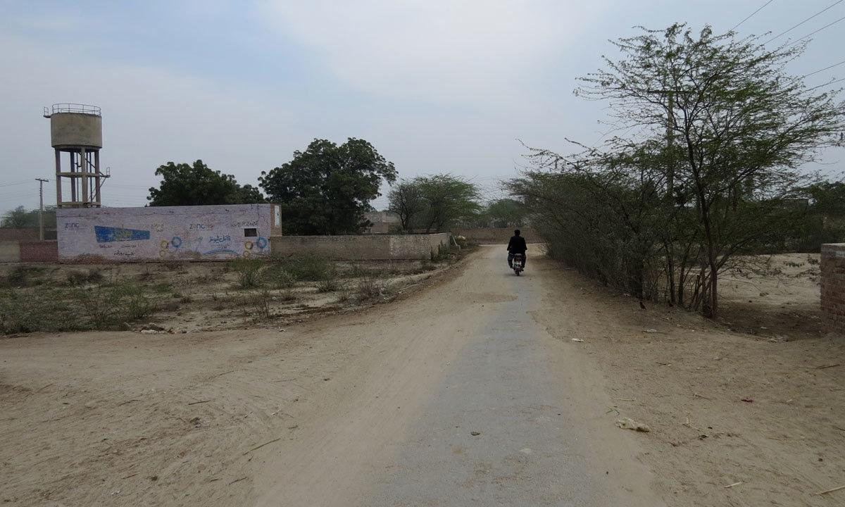 A road leading to the village of Jahan Khan, 15 kilometres south of Sahiwal city