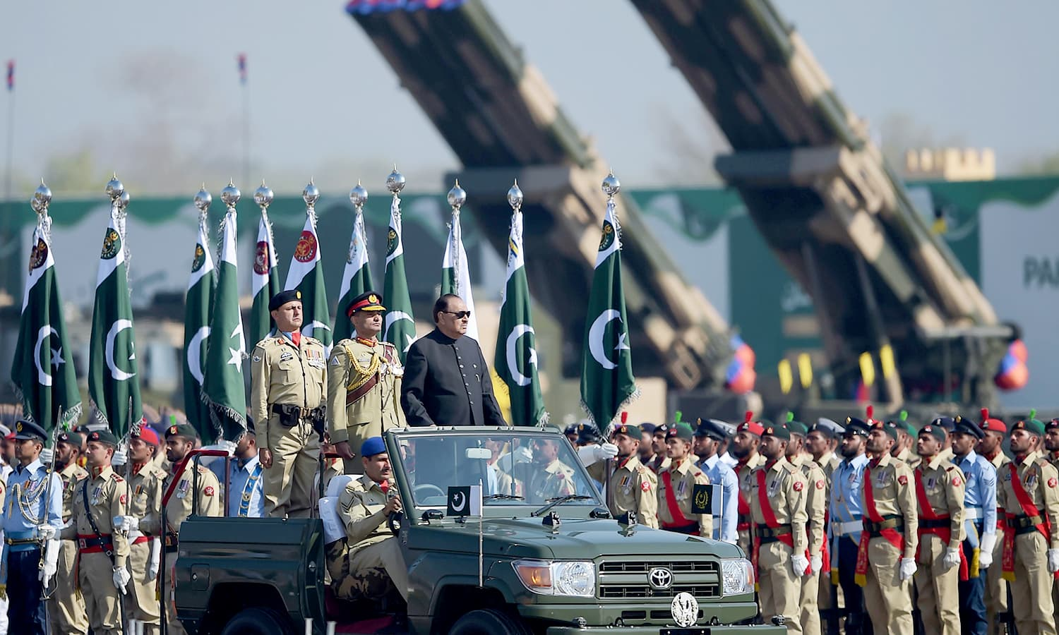 President Mamnoon Hussain inspects a guard of honour during a Pakistan Day military parade in Islamabad. ─AFP